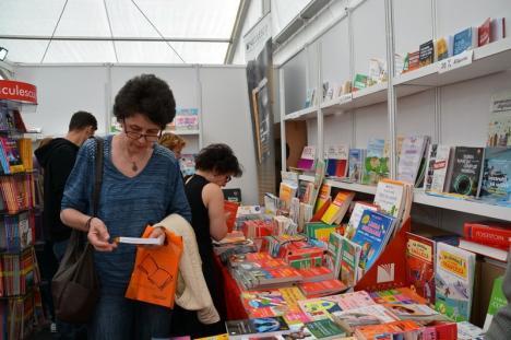 Târgul Gaudeamus la Oradea, un succes. Cele mai vândute cărţi au fost cele din seria Harry Potter (FOTO)