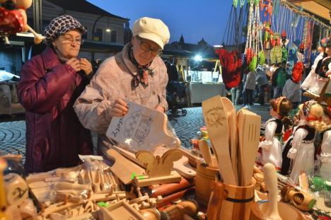 A început târgul produselor şi gusturilor din Valea Ierului, în Piaţa Unirii (FOTO)