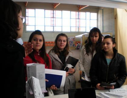 Facultăţile orădene şi-au făcut reclamă printre elevi (FOTO)