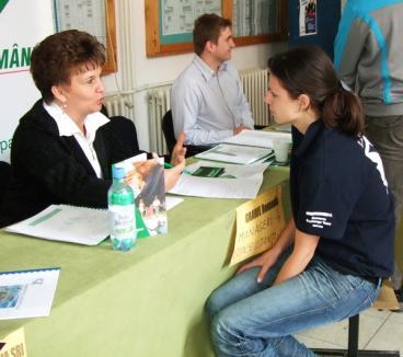 Studenţii şi absolvenţii, chemaţi să îşi găsească un loc de muncă