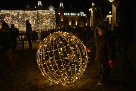 Start la Târgul de Crăciun: Mii de oameni au invadat Piața Unirii. Oradea s-a 'îmbrăcat' de sărbătoare (FOTO / VIDEO)