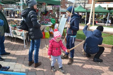Agricultorii din Valea Ierului s-au mutat la Oradea. Târg de bunătăţi în Parcul Magnoliei (FOTO)