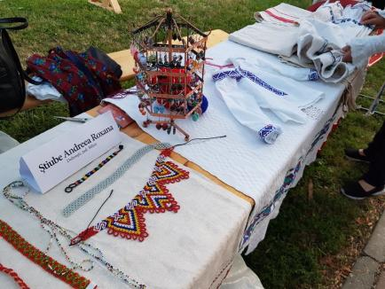 A început Târgul Meşterilor Populari, cu obiecte alese, în Parcul Bălcescu (FOTO)