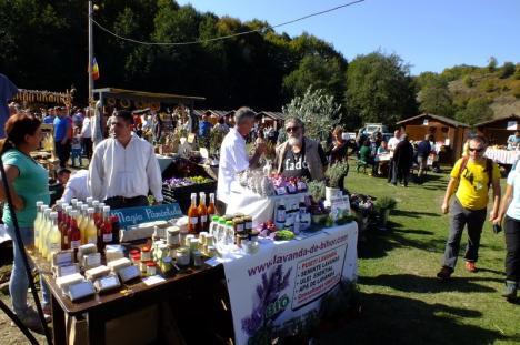 Festivalul bunătăților: Sătenii din comuna Roşia aşteaptă oaspeţi la a opta ediţie a târgului 'Straiţă plină' (FOTO)