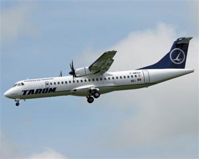 Un pasager al avionului cu care Boc a venit la Oradea i-a bătut premierului obrazul pentru întârziere!