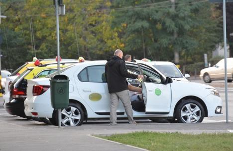 Un taximetrist orădean a rămas fără maşină după ce a dus migranţi în apropierea graniţei
