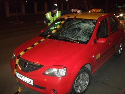 Lovit pe trecerea de pietoni, de un taximetrist care a trecut pe roşu (FOTO)