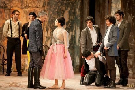 Teatru online: Publicul va putea să vadă câteva spectacole ale teatrelor Regina Maria şi Szigligeti pe Facebook