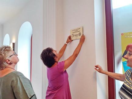 """O nouă înfățișare: Foaierul și intrarea Teatrului """"Arcadia"""" au fost redecorate din banii orădenilor (FOTO)"""