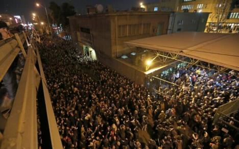 Proteste în Iran: 'Ne mint că duşmanul e America. Duşmanul e Republica Islamică' (VIDEO)