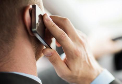 Cu mobilul pe coclauri: Consiliul Judeţean Bihor trece şi cu telefonia la RCS&RDS