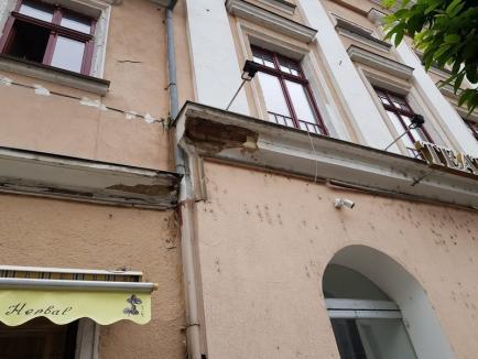 În sfârşit: Consiliul Judeţean Bihor a fost de acord să repare dărăpănăturile din strada Vasile Alecsandri