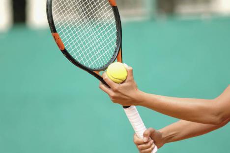 Bihorenii au dominat întrecerile Cupei Vulturul Negru la tenis