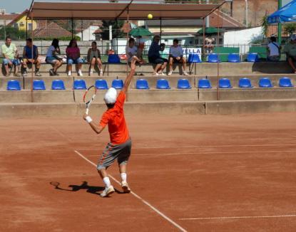 Veteranii iubitori de tenis se întrec la Oradea