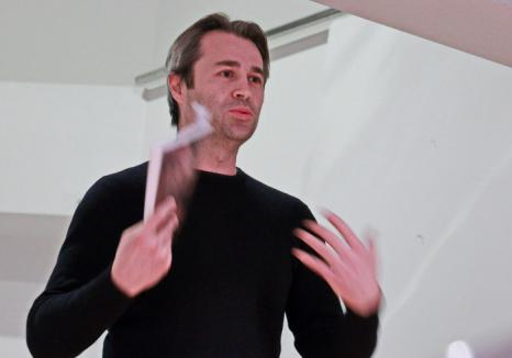 Pictofabule: Orădenii sunt invitaţi la expoziţia de pictură a artistului Teofil Ioan Ştiop, la Muzeul Ţării Crişurilor