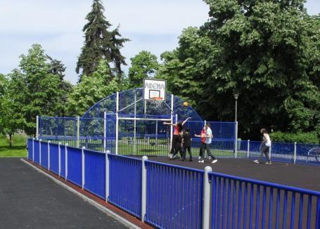 Primăria face şase terenuri de sport pe malul Peţei