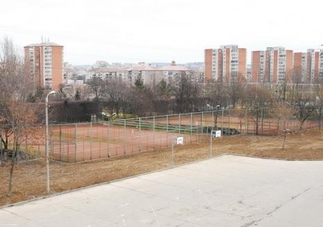 Terenurile de tenis de lângă Arena Antonio Alexe găzduiesc întrecerile Cupei Toamna Orădeană 2017