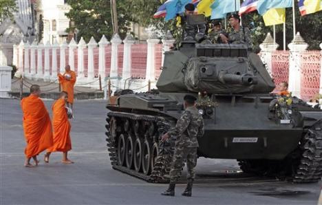 Lovitură de stat în Thailanda, anunţată în direct la TV