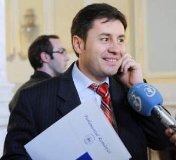 Ministrul de Interne a dat ordin: şefii Poliţiei să negocieze creditele bancare ale tuturor poliţiştilor