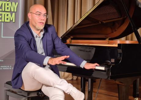 Inedit: Un pianist din Oradea vrea să cânte continuu 130 de ore, pentru a doborî un record mondial!