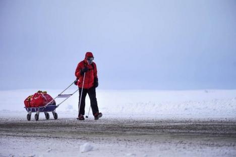 Om sau supererou? Tibi Uşeriu a câştigat, pentru a treia oară, Maratonul Arctic 6633 (FOTO/VIDEO)