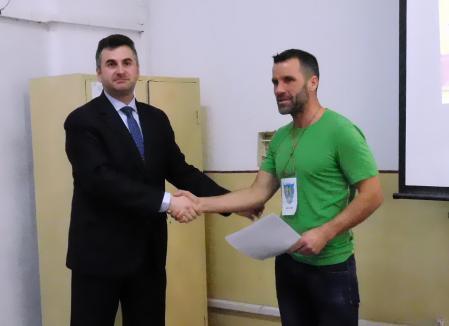 Tibi Uşeriu la Oradea: Le-a povestit deţinuţilor cum a putut un fost puşcăriaş să câştige de trei ori cel mai greu maraton din lume (FOTO)