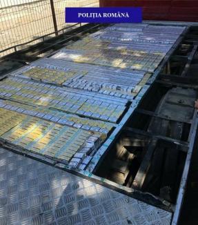 Şofer de camion, prins cu 8.000 de pachete de ţigări de contrabandă lângă Uileacu de Criş: Poliţiştii i-au întocmit dosar penal (FOTO)