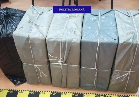 Cutii cu mii de pachete de ţigări de contrabandă, confiscate din maşina unui orădean. Cum l-au pedepsit poliţiştii (FOTO)