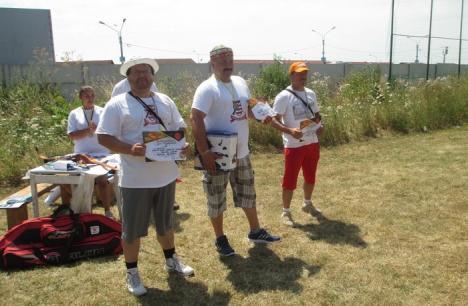 Concurenţii de la Cupa Redpoint la tir cu arcul au luptat şi cu canicula (FOTO)