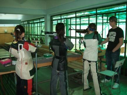 Sportivii de la CSU Oradea au cucerit 11 medalii la etapa a VI-a a Campionatului Naţional de tir sportiv pentru arme cu aer comprimat