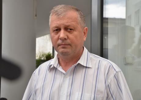 """4 ani de închisoare cu executare pentru """"tătucul şpăgarilor"""" de la Casa de Pensii Bihor"""