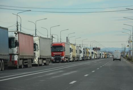 Cozi de camioane la frontiera Borş. Se aşteaptă aproape două ore