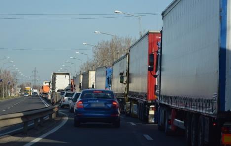 Cozi kilometrice de camioane la Borş, după Paştele catolic. Se aşteaptă mai bine de... 5 ore