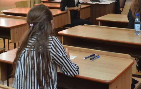 Profesori cu copiuţe: Patru candidaţi la titularizare în Bihor, eliminaţi pentru tentative de fraudă