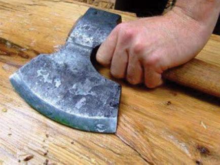 Crimă oribilă în Cheţ: După ce şi-a omorât în bătaie concubina, s-a dus la ştrand