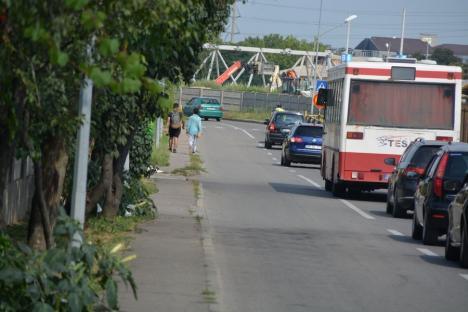 Bară la bară: Constructorii au deviat traficul pe strada Islazului pentru lucrări la pasajul de la Piaţa 100 (FOTO / VIDEO)