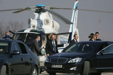 Băsescu a descoperit că România arată bine... de sus!