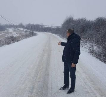 Vicele 'rebel': Consiliul Judeţean susţine că drumurile din Bihor au fost deszăpezite cum trebuie. Traian Bodea arată că pe unele te poţi da cu sania (FOTO)