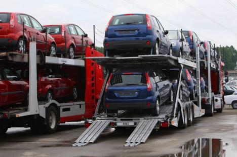 Piaţa auto a căzut în cap!