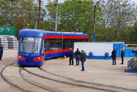 Tramvaie… pe dreapta: Noile garnituri ajunse în Oradea îl aşteaptă pe neamţul de la Siemens