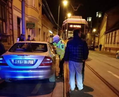 Un Mercedes înmatriculat în Sălaj a blocat tramvaiele din Oradea
