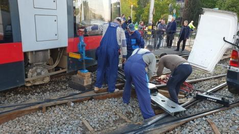 Un tramvai Siemens a deraiat în Oradea, în cartierul Cantemir. Circulaţia este blocată! (FOTO / VIDEO)