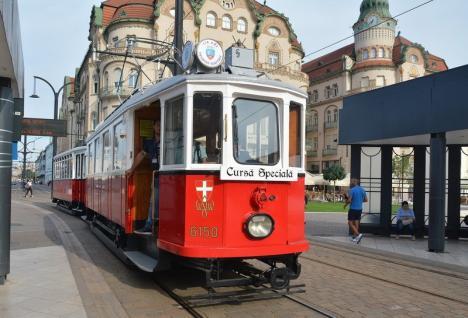 Curse cu tramvaiul de epocă şi autobuzul turistic sâmbătă, duminică şi luni, în Oradea