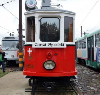 Poftiţi în vagoane! Tramvaiul de epocă iese pe străzile Oradiei