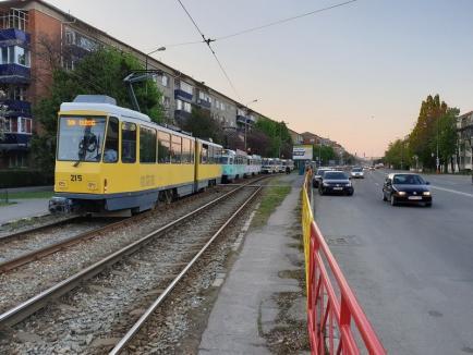 OTL: Tramvaiele au staţionat din nou din cauza unei maşini parcate greşit