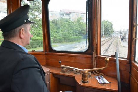 Tramvaiul de epocă Siemens, vechi de aproape 90 de ani, porneşte pe traseu (FOTO/VIDEO)