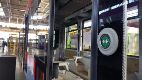 Primele patru tramvaie noi fabricate în Arad vor ajunge luna viitoare la Oradea. Vezi cum vor arăta! (FOTO)