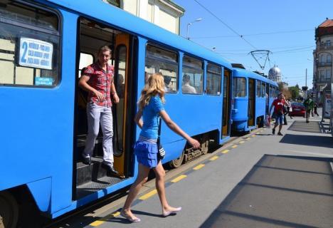 Din 19 iunie, autobuzele şi tramvaiele din Oradea circulă conform graficelor din vacanţă
