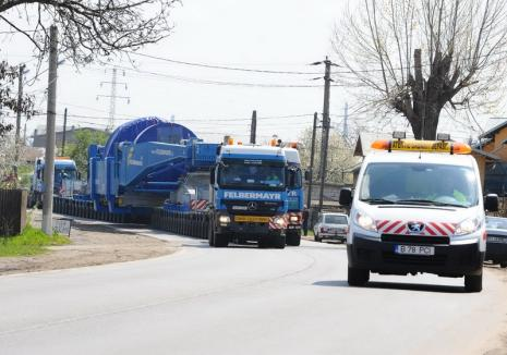 Atenţie, şoferi! Judeţul Bihor va fi traversat de un transport cu gabarit depăşit. Vezi traseul!