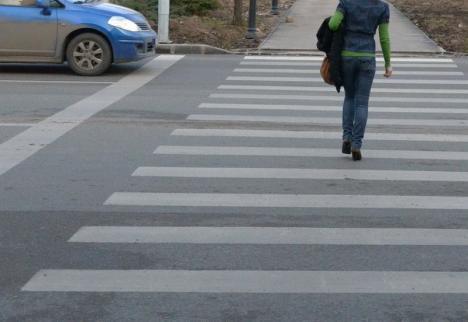 O femeie a fost izbită de maşină pe o trecere de pietoni de pe șoseaua de centură a Oradiei